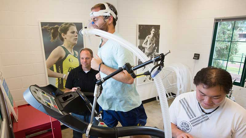 Bowerman Sports Science Clinic Director Michael Hahn working with an athlete in his lab in the Bowerman Family Building