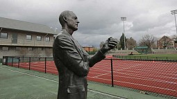 Bill Bowerman statue